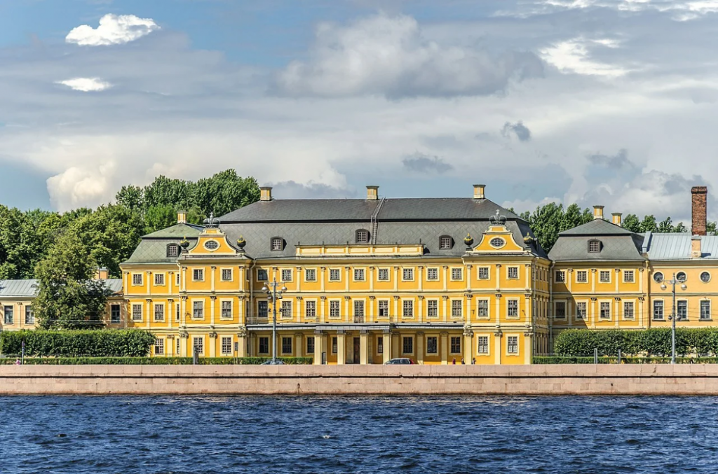 Меншиковский дворец на Васильевском острове. Фото: wikipedia.org
