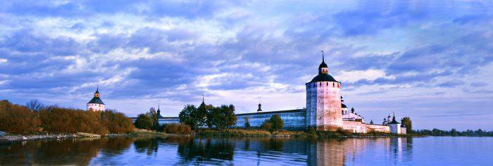 Вид на Кирилло-Белозерский монастырь с Сиверского озера