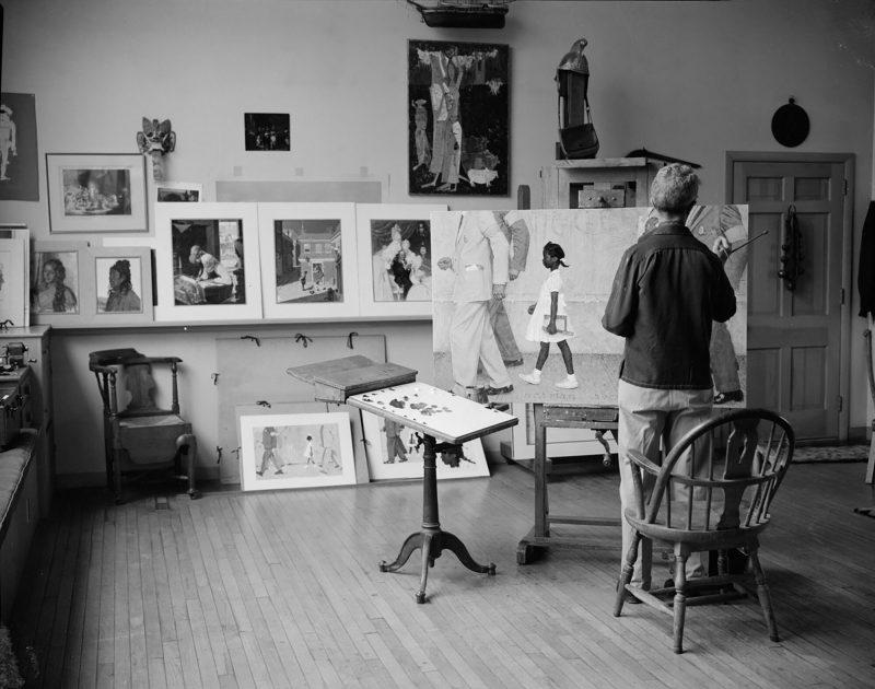 Роквелл за работой над картиной в мастерской