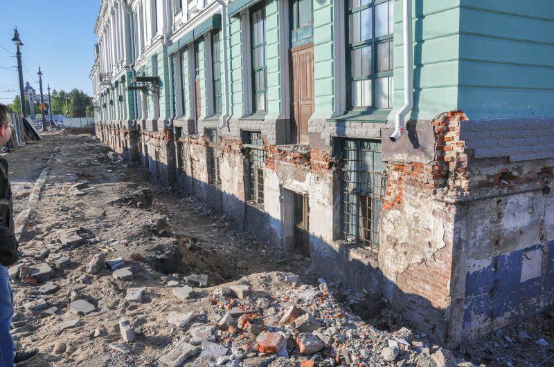 Раскопки показывают, что часть здания находится под землёй